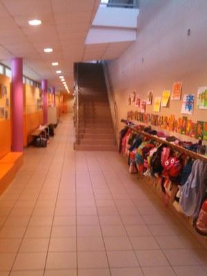 couloir des maternelles et cycle 2