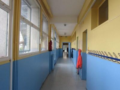 Couloir des classes de CE1 CE2 CM1 CM2